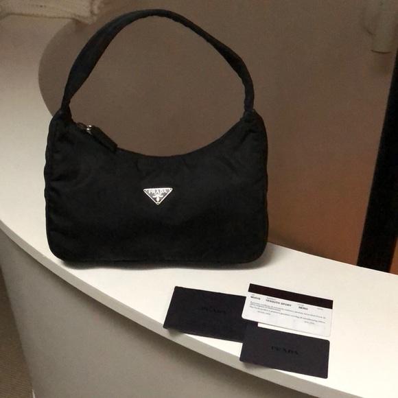 80a1f3247e233 Authentic Prada Nylon MV515 Tessuto Black Bag. M 5baa4996f63eea68e2aeb946